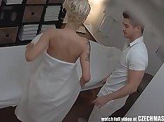 curly blonde big boobs czech tetas tras